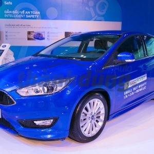 Ford Focus giảm giá kỷ lục